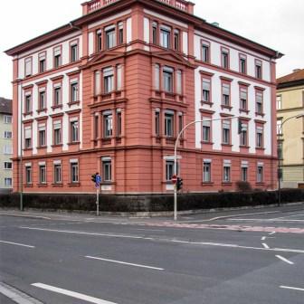 Gebäude in der Veitshöchheimer Straße 1.