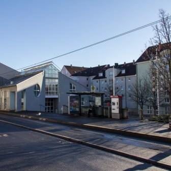 """Das Stadtteilzentrum Grombühl trägt den Namen """"Felix-Fechenbach-Haus""""."""