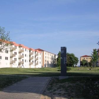 Blick auf die ehemaligen Wohnblöcke der Amerikanischen Soldaten. Heute befinden sich hier Wohnungen für Studenten und Lehreinrichtungen der Universität.