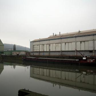 """Silos und Lagerhallen prägen das Bild des """"Neuen Hafens"""""""