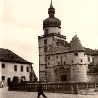 """Das Scherenbergtor auf der Festung Marienberg im Jahr 1956. (Quelle: """"Nachlass von Jakob Ries (1897-1994), Darmstadt"""")"""