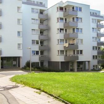 Frisch renovierte Häuser am Straßburger Ring im Jahr 2007.
