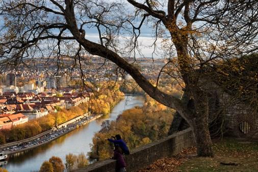 Blick auf Würzburg im Herbst.