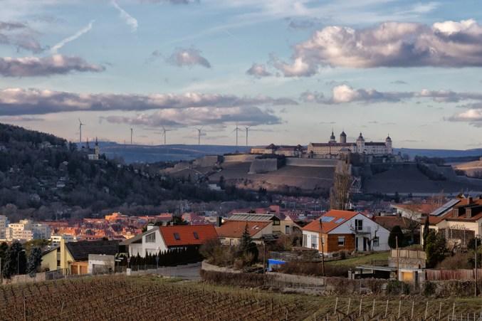 Blick über das Frauenland hinüber zu Festung Marienberg und Käppele.