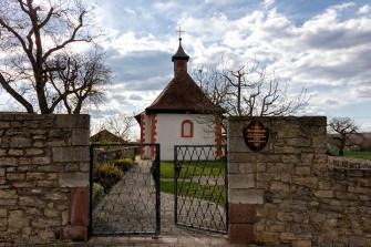 Die St. Markus-Kapelle in Gadheim im Landkreis Würzburg..
