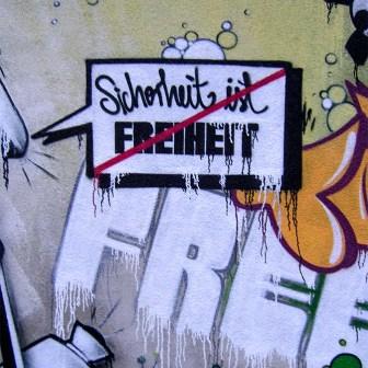 Graffiti in der Dominikanergasse an der Klostermauer