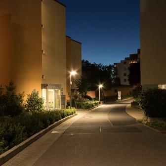 Neben der Sanierung von Gebäuden, wurden am Heuchelhof auch die Straßenbeleuchtungen auf Vordermann gebracht.