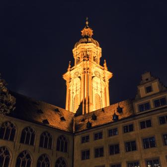 Die Alte Universität mit der Neubaukirche.
