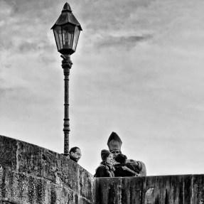 St. Burkadus auf der Alten Mainbrücke hat immer alles im Blick! ;-)