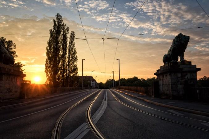 Sonnenaufgang über Löwenbrücke