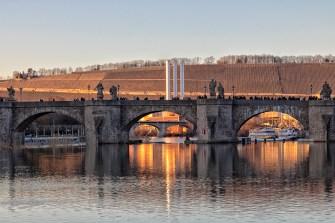 Sonnenuntergang im Februar an der Alten Mainbrücke