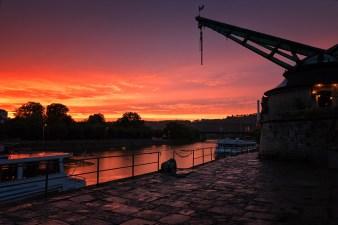 Dramatischer Sonnenuntergang am Alten Kranen.