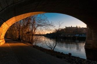 Sonnenuntergang an der Friedensbrücke in Würzburg.