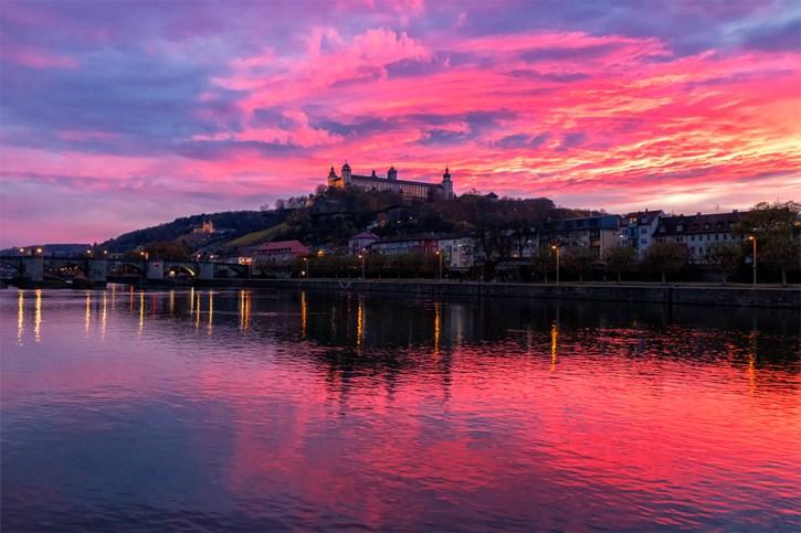Sonnenuntergang am 15. November in Würzburg. Diese tollen Farben gibt es wirklich nur im Herbst und Winter zu sehen!