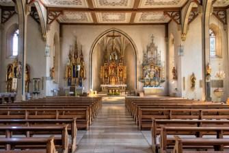 Blick in die katholische Kirche St. Peter und Paul in Rimpar.