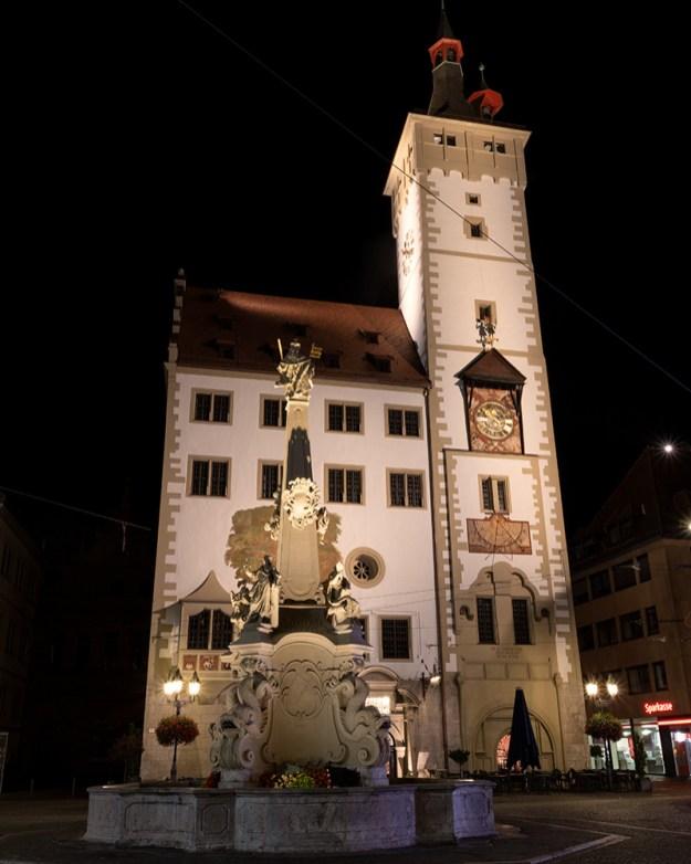 Nach der Renovierung strahlen Grafeneckart und Vierröhrenbrunnen um die Wette! :-)