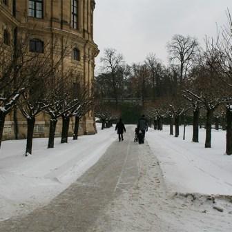 Hofgarten der Würzburger Residenz im Winter.