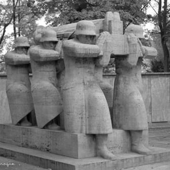 Das Kriegerdenkmal im Ringpark am Rennweg.