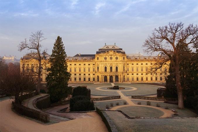 Ein kalter Wintermorgen im Hofgarten der Residenz.