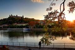 Oktobernachmittag am Main in Würzburg.