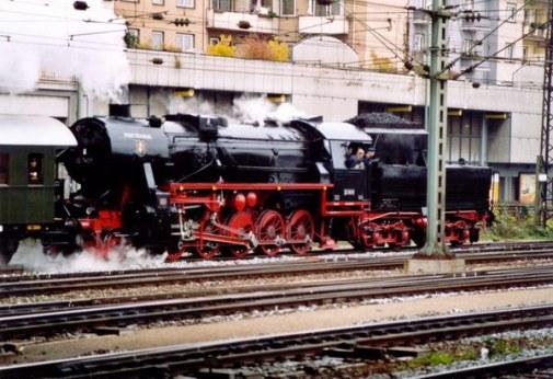 Ausfahrt aus dem Würzburger Hauptbahnhof.