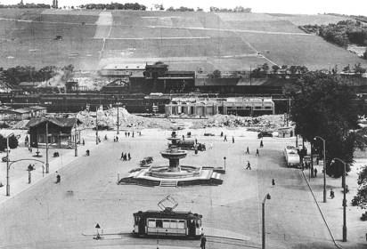 Bahnhofsvorplatz in Würzburg im Jahr 1946.