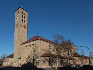 """Die Katholische Kirche """"Unsere Liebe Frau"""" (ULF) am Frauenlandplatz."""