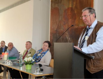 Rechtsanwalt Michael Koch (rechts) erläuterte bei der Frühjahrsvollversammlung des Diözesanrats der Katholiken die juristischen Probleme, mit denen Flüchtlinge und Asylbewerber in Deutschland konfrontiert sind. (Foto: Markus Hauck)