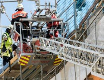 Höhenrettung durch die Berufsfeuerwehr (Foto: wuerzburg24.com)