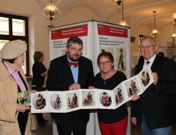 """Ausstellung: """"Trachten in Unterfranken – Projekt Gewebe"""" eröffnet"""