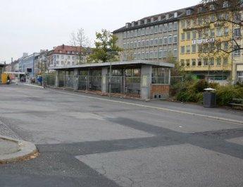 Neue Wartehalle am Bussteig A