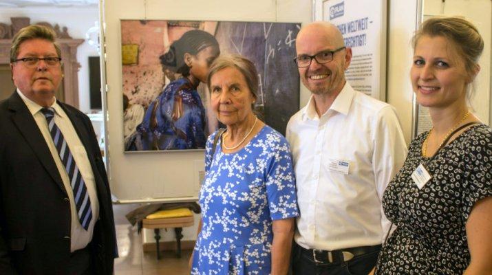 """Ausstellung eröffnet: Mädchen in Entwicklungsländern: """"weltweit – gleichberechtigt"""""""