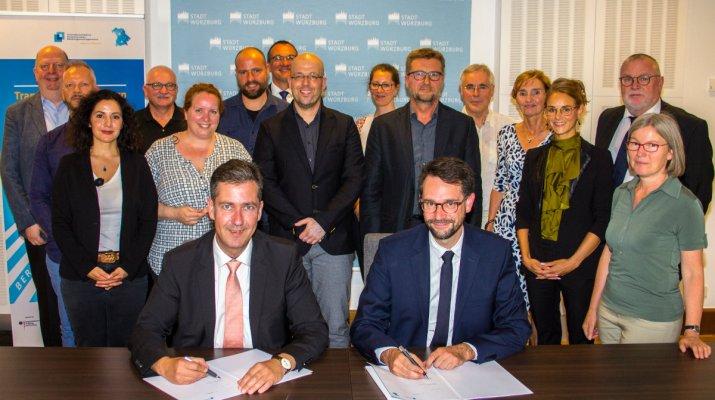 Zielvereinbarung zur Bildungsstrategie: Würzburg vernetzt sich bayernweit