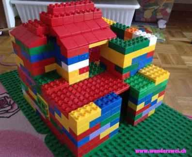 Cecilya beim Ferienhausbau – Duplo