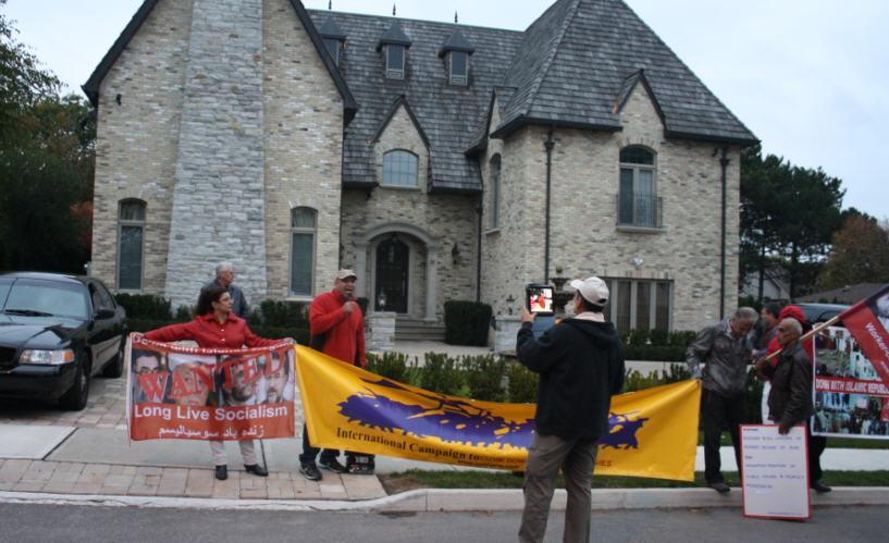 تظاهرات نیروهای مترقی و مردمی در جلوی خانه چند میلیونی خاوری در تورنتو