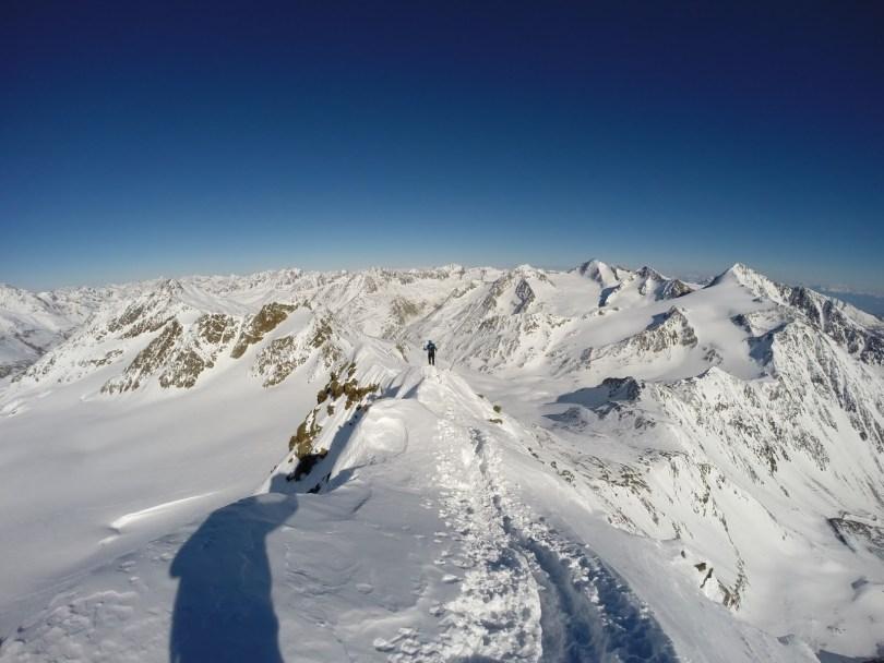 Abstieg über den Grat der Fineilspitze.