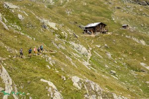 Die Eisseehütte thront über dem Timmeltal.