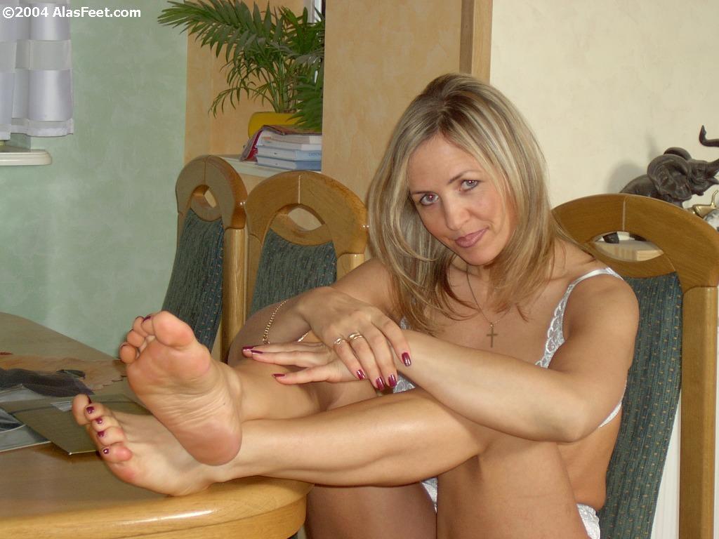Ala Mature Nylon Feet-9977
