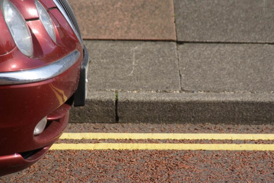 Double yellow lines photo by FreeFoto