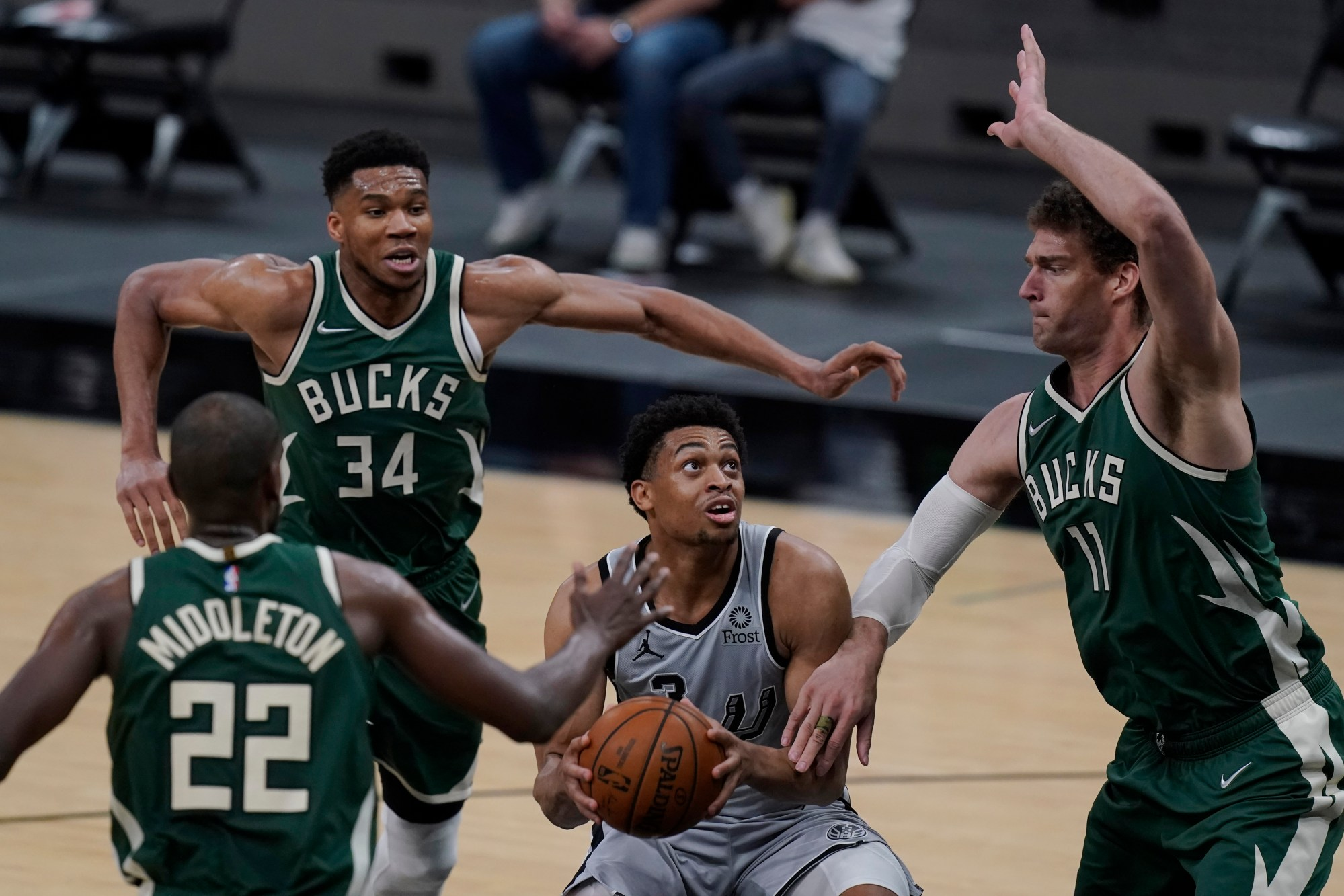 Keldon Johnson, Khris Middleton, Giannis Antetokounmpo, Brook Lopez