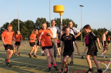 Korfbalvereniging Oranje Zwart Zwolle Zuid gaat clinics geven op basisscholen