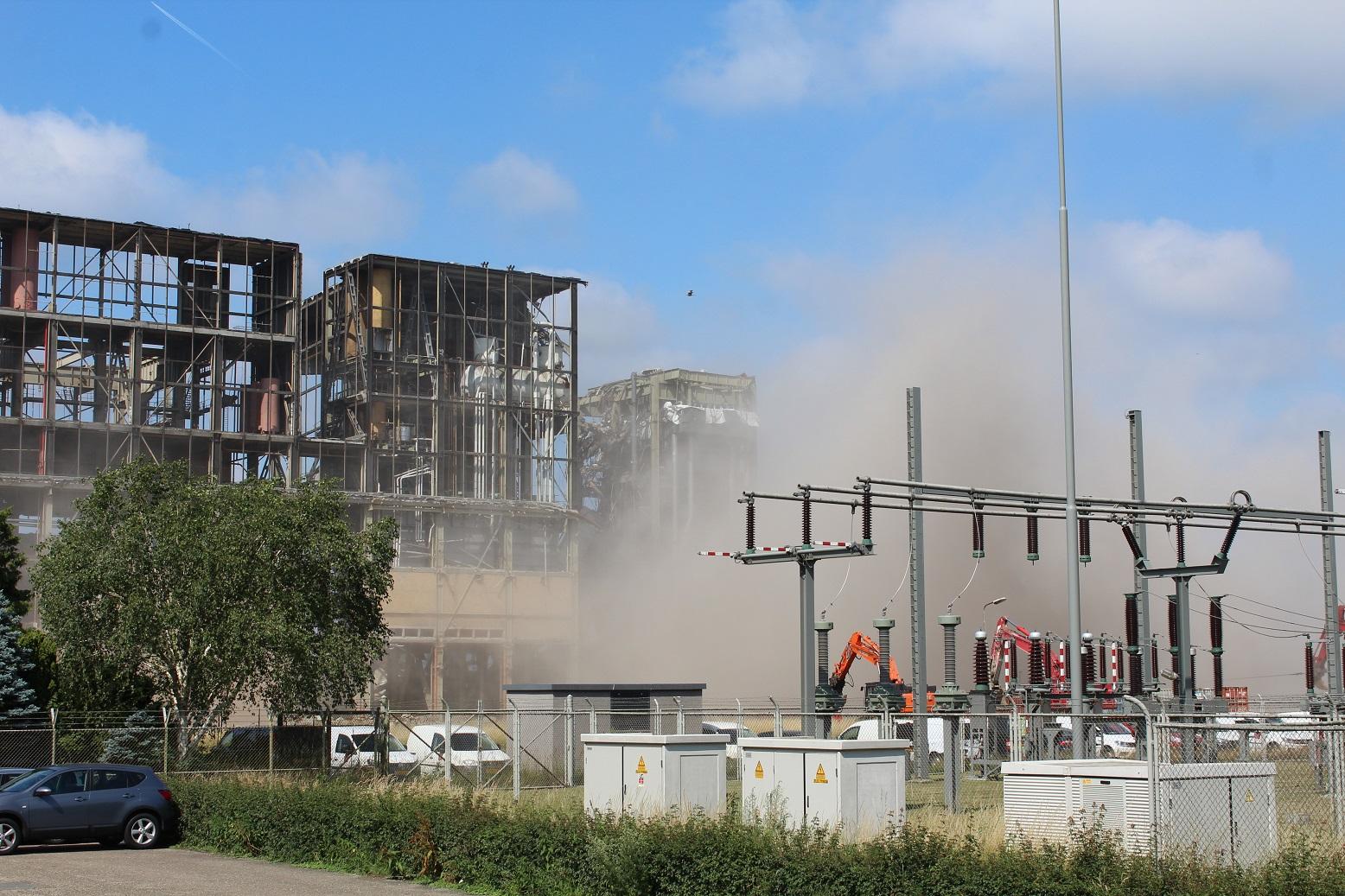 Foto's: Weer deel IJsselcentrale tegen de vlakte