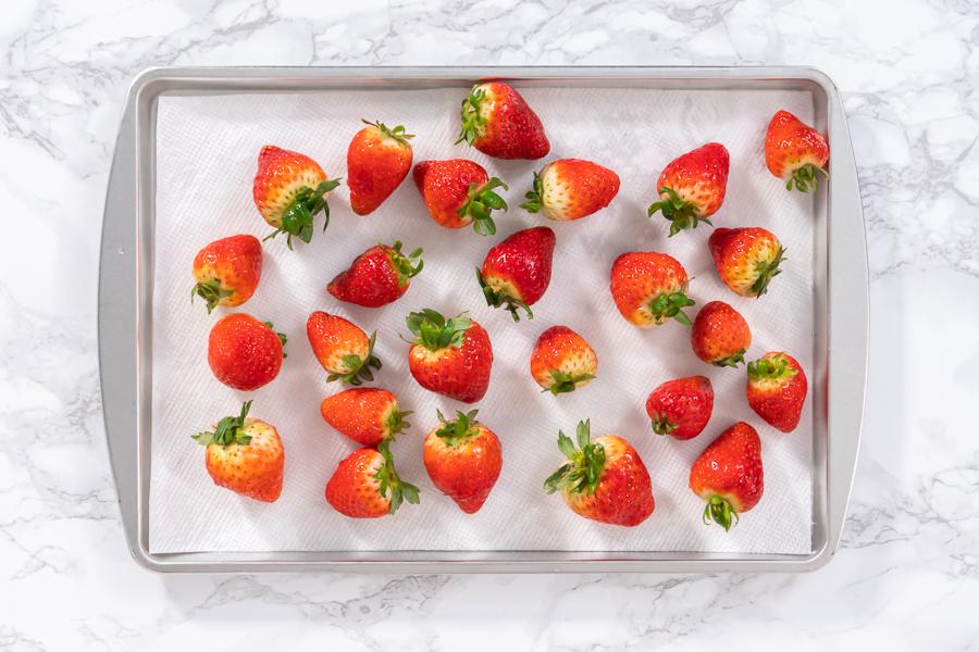 Keep strawberries fresh in the refrigerator