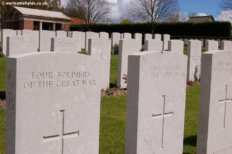 Headstones for a number of unidentified soldiers of the Great War