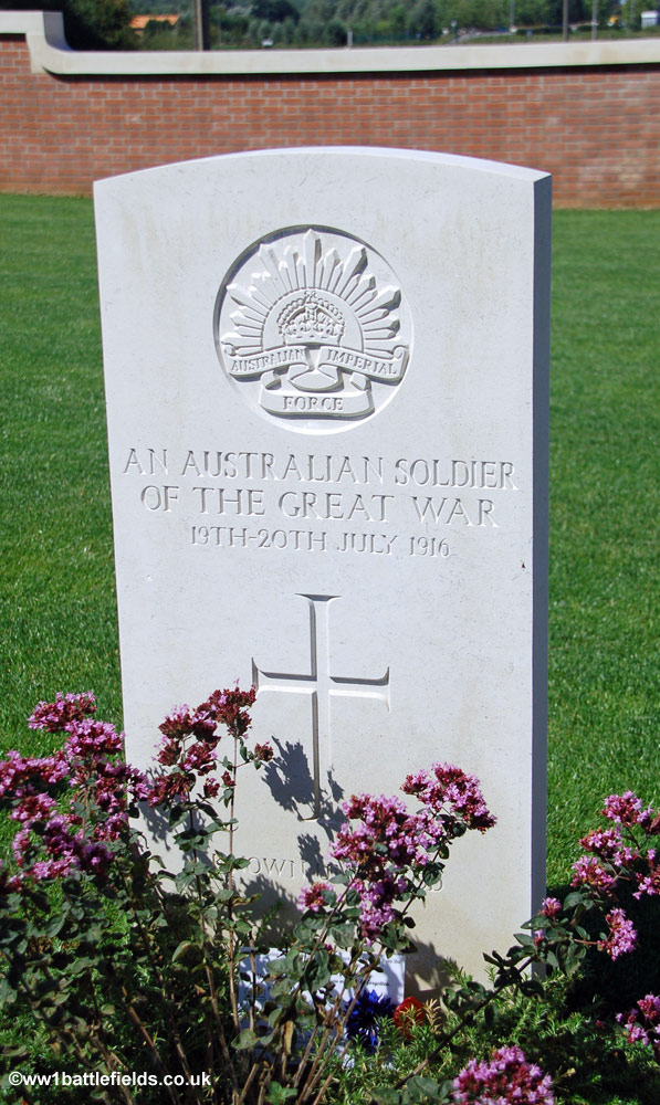 The grave of an unidentified Australian soldier at Pheasant Wood Cemetery