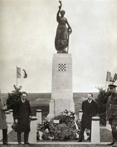 The 34th Division Memorial complete with laurel wreath. Photo: Central Press