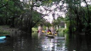 Movie: paddling to the bridge sign (27M) 30.8912372, -83.3198776