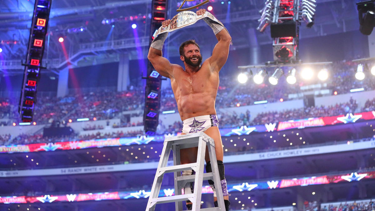 Despite a last-minute push by Miz, Ryder swoops in to thwart The Awesome One and claim the Intercontinental Championship.