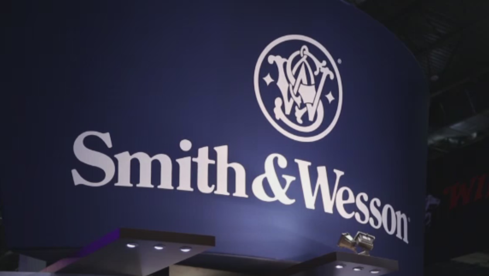 Smith & Wesson Gun Sales Up_412430