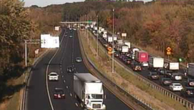 Crash on I-91 in Longmeadow caused miles of backup